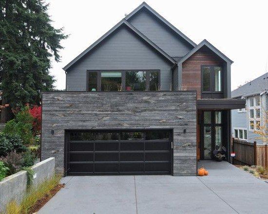 maison avec façade grise, mur en pierre et bois