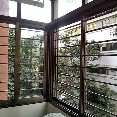 fenêtre à barres marron