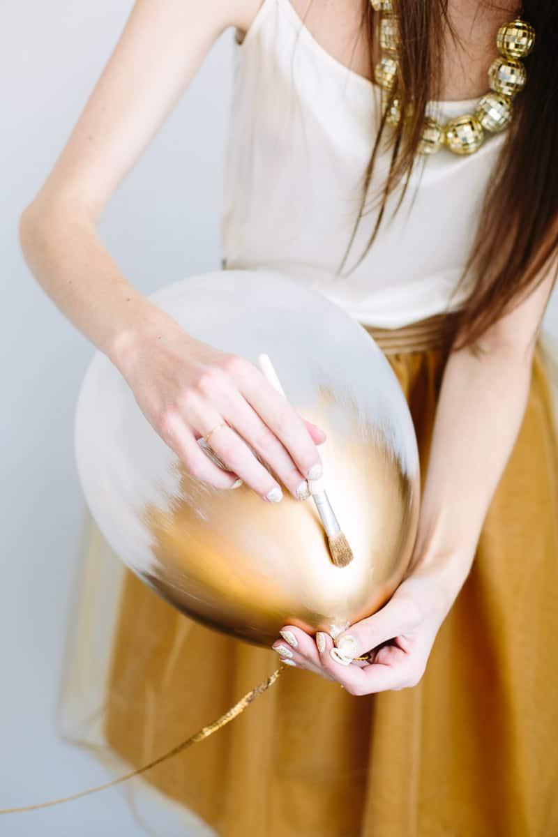 Ballons plongés dans l'or