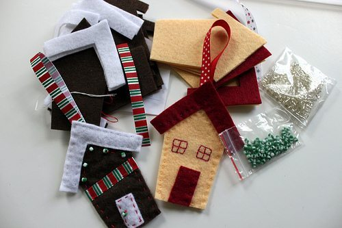 Faire des maisons en feutre pour Noël