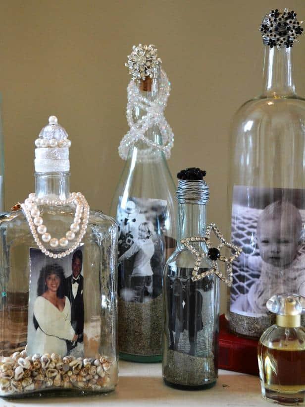 Présentoir de photo de bouteille de vin ornée de bijoux anciens