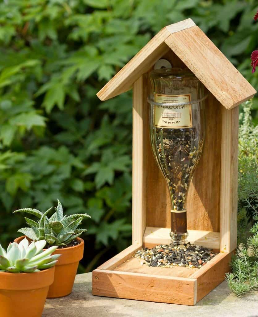 Mangeoire à oiseaux en bois et vin