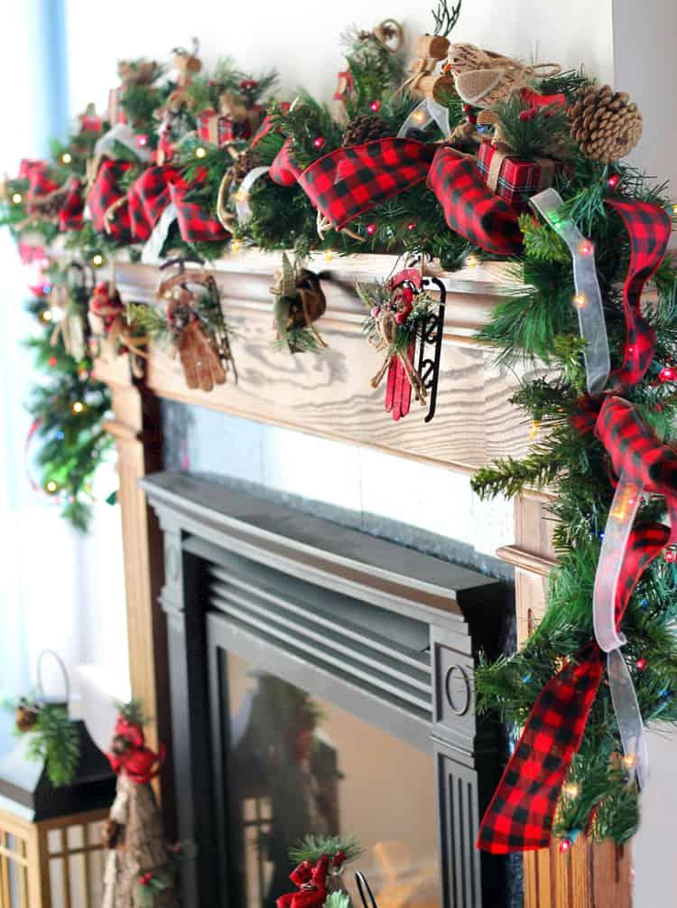 Belle guirlande de cheminée en pin et ruban