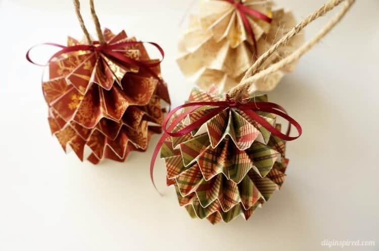 Hârtie pliată ornamente de pin de pin