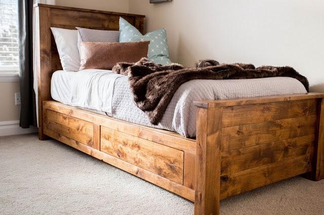 Cadre de lit double en bois rustique