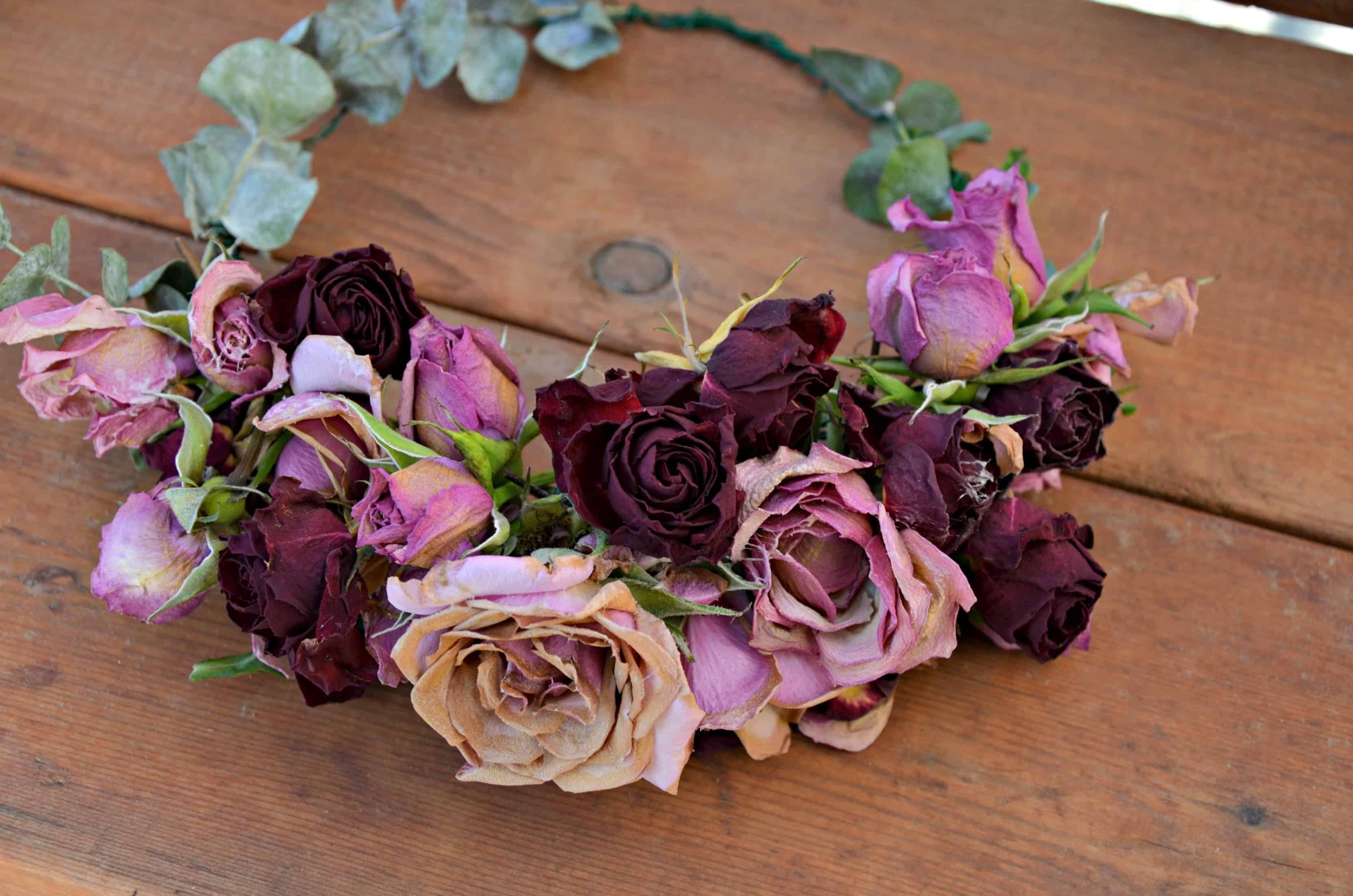 Superbe couronne de fleurs séchées