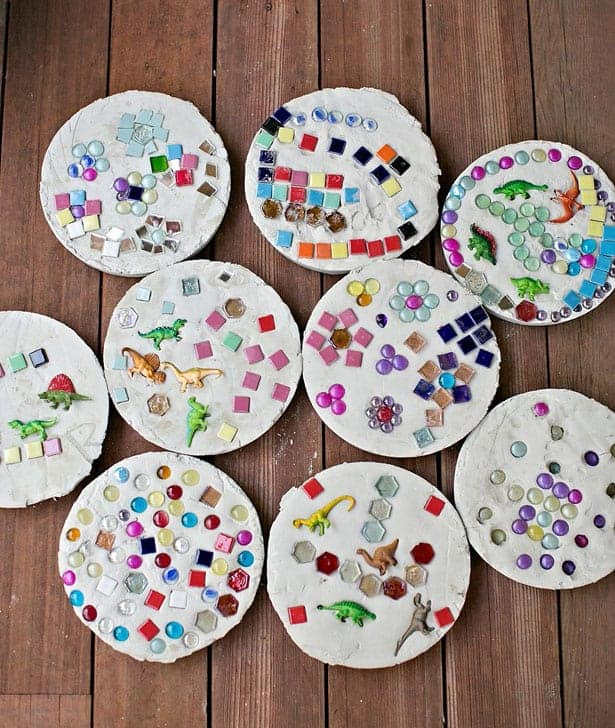 Pierres de steppnig Kid mosaïque avec des carreaux, des billes et des dinosaures