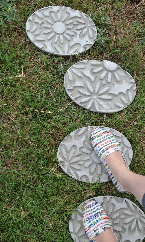 Tremplins en béton à imprimé floral