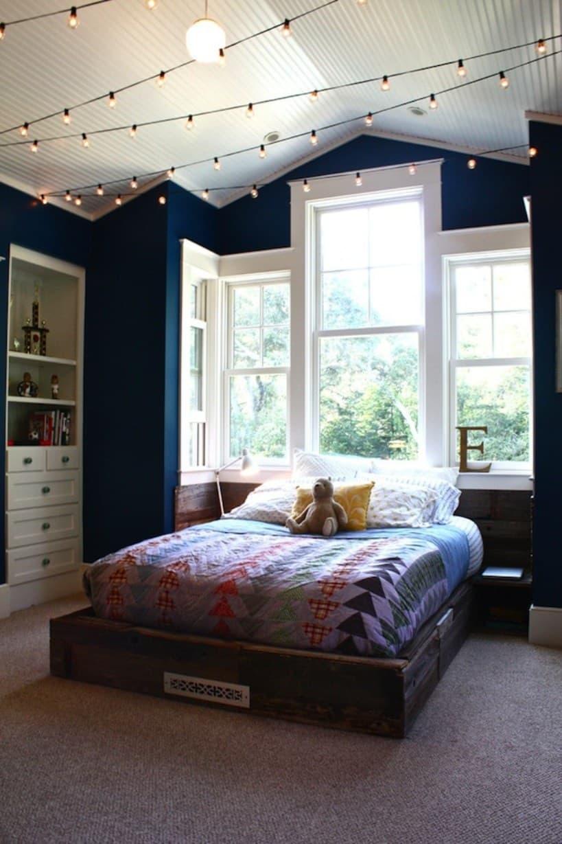 Lumières de chambre d'adolescent au plafond