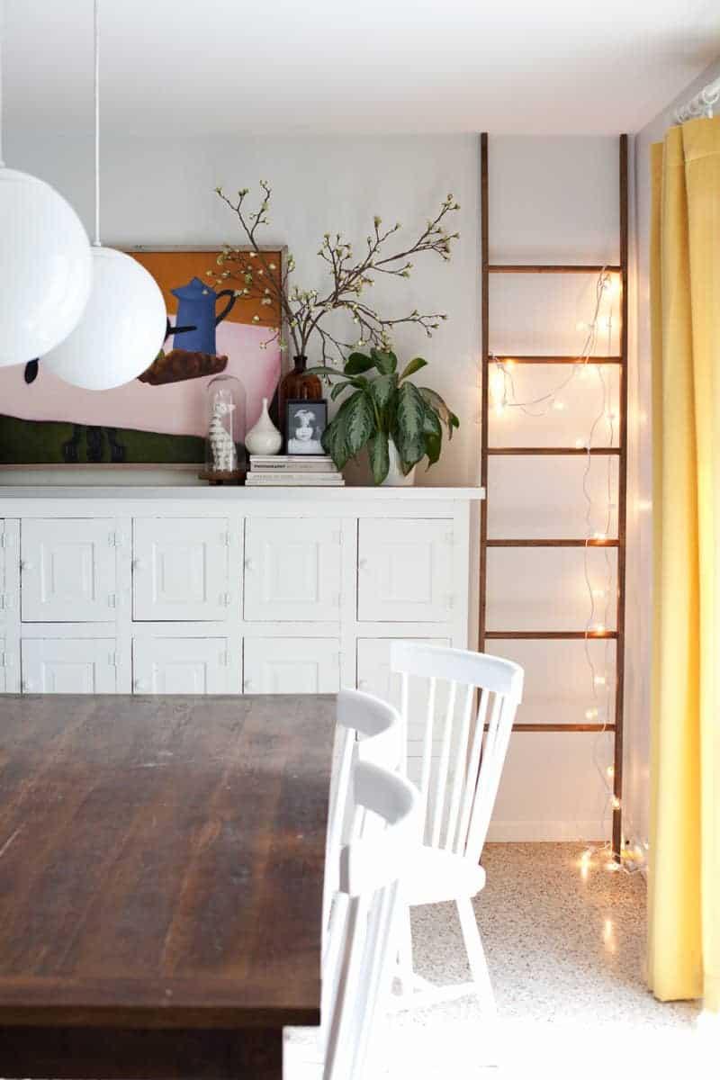 Bricolage de lumières sur une échelle