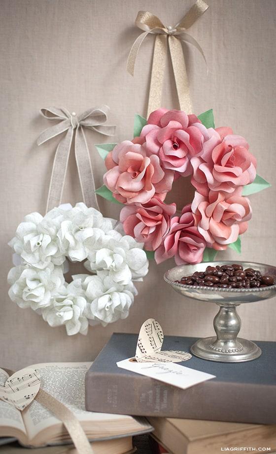 Couronnes en papier rose