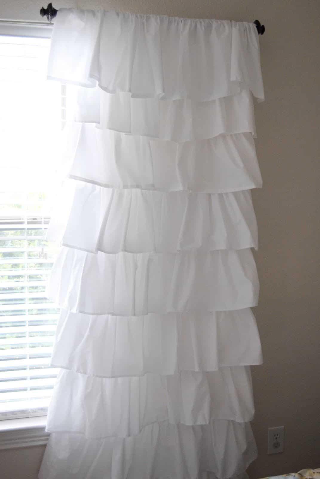 Bricolage blanc rideaux à volants