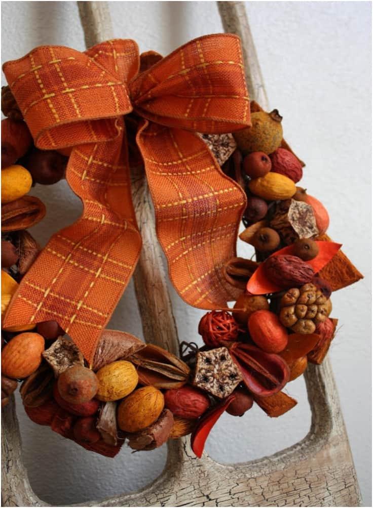 Jolie couronne de pot-pourri d'automne