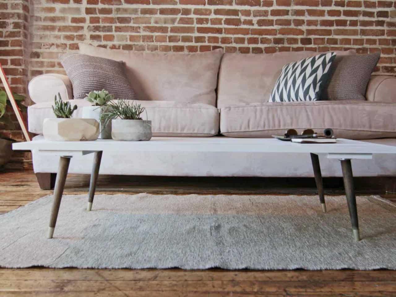 Table basse moderne de style milieu du siècle