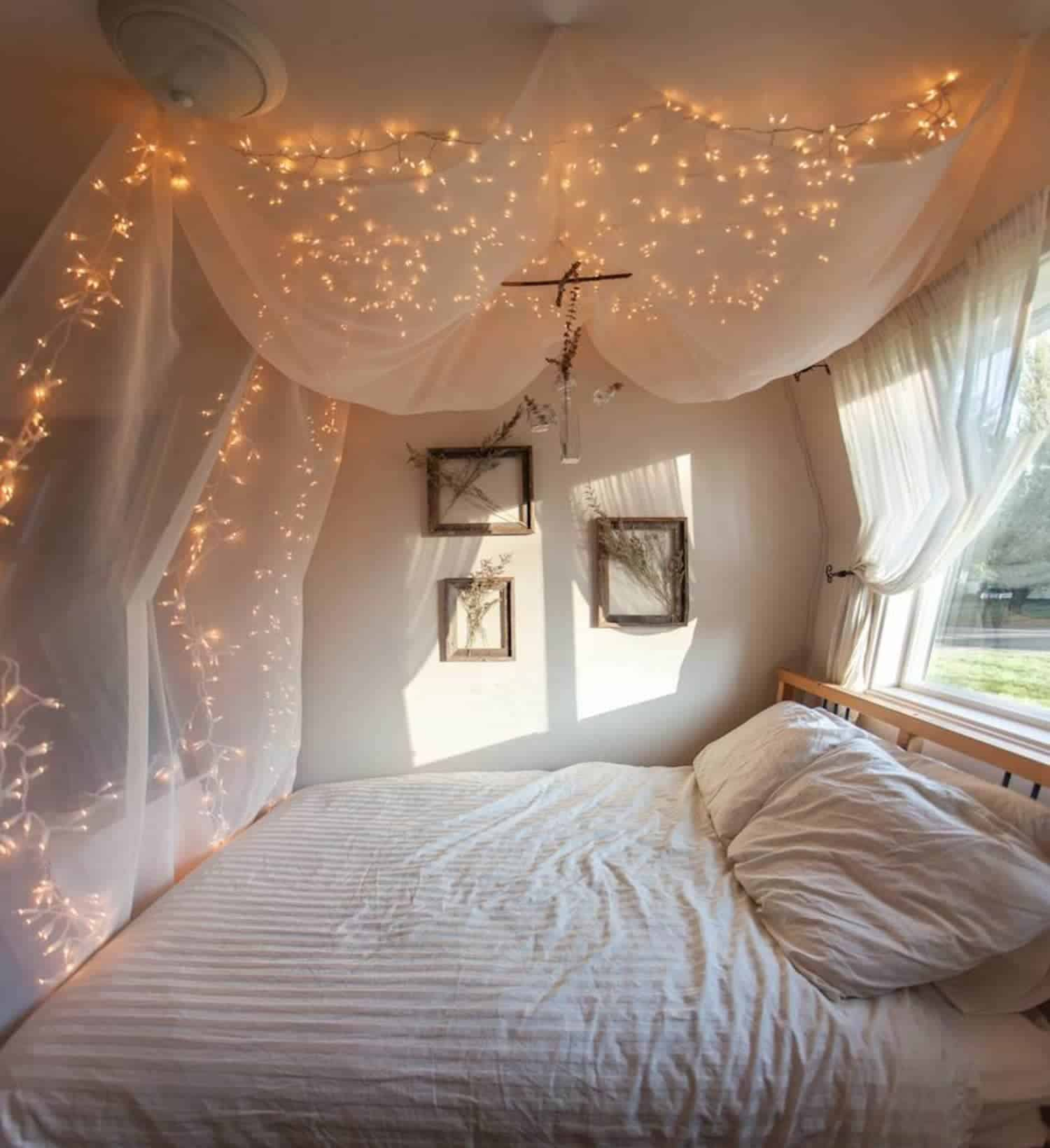 Lumières scintillantes dans la chambre