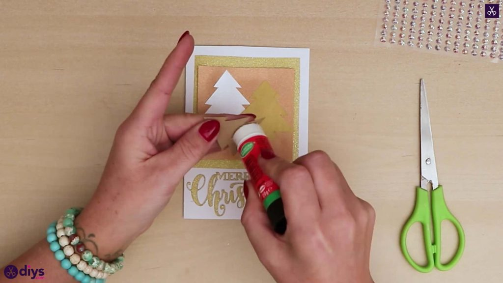 Carte de sapin de Noël bricolage attacher tous les arbres