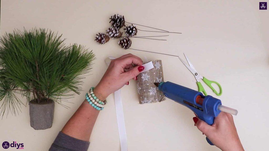 Décoration de table de sapin de Noël attacher rbib