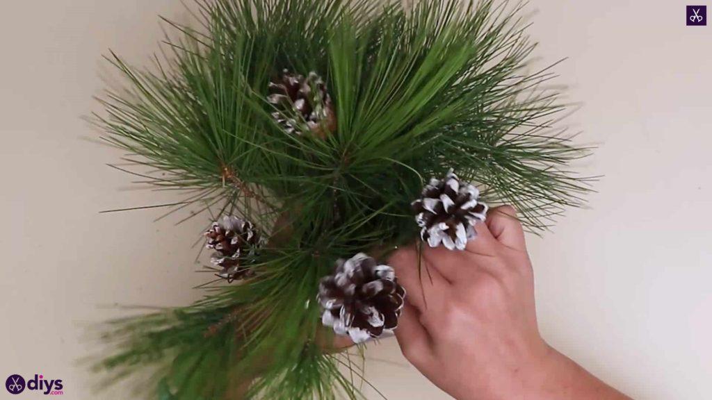 Décoration de table sapin de Noël ajouter des plantes