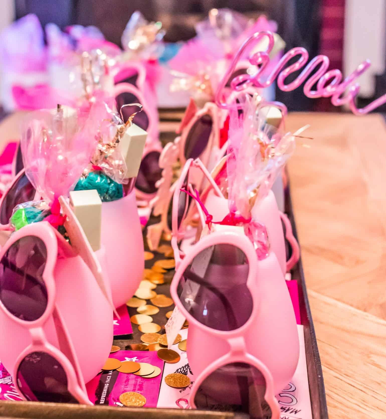 Bonnets, lunettes de soleil et collants de fête de bachelorette