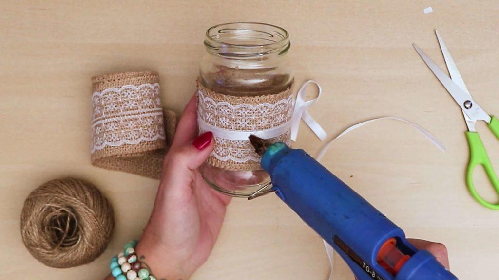 Bricolage vintage Mason Jar Craft Ajouter de la colle à l'arc
