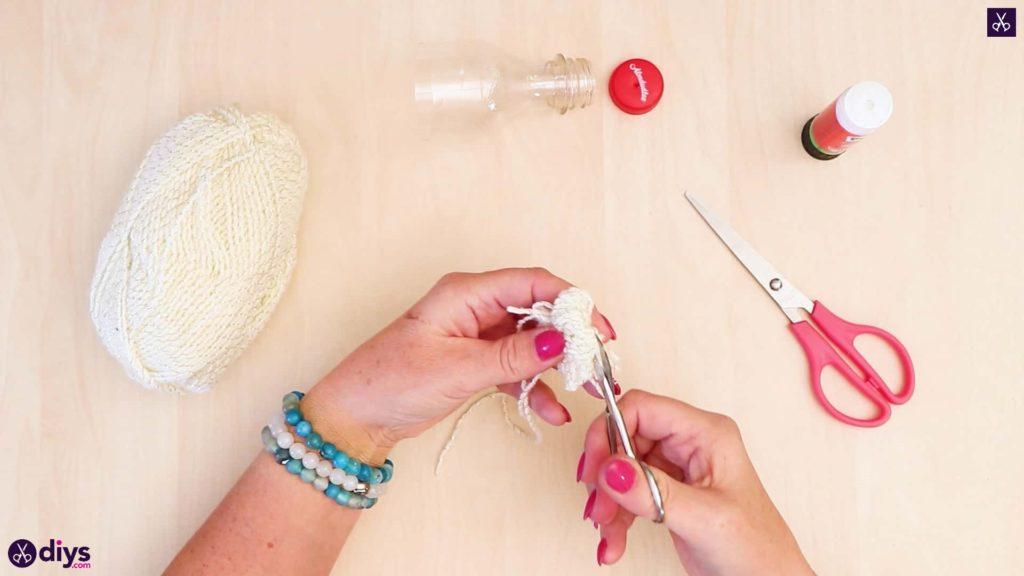 Bouteille en plastique pom pom ornement créant du fil