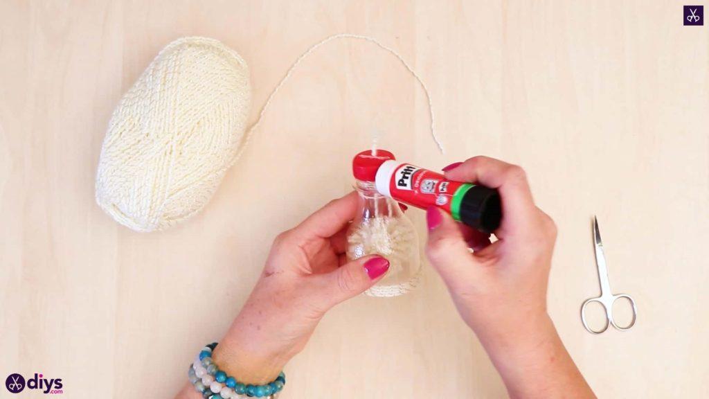 Bouteille en plastique pom pom ornement adhésif