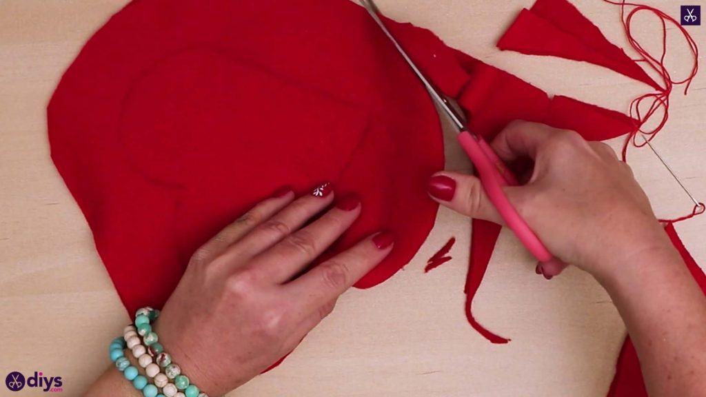 Comment faire une coupe d'oreiller coeur 4