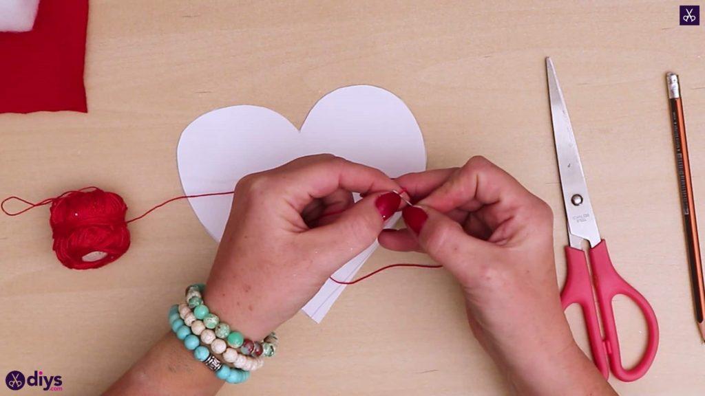 Comment faire un oreiller coeur étape 3