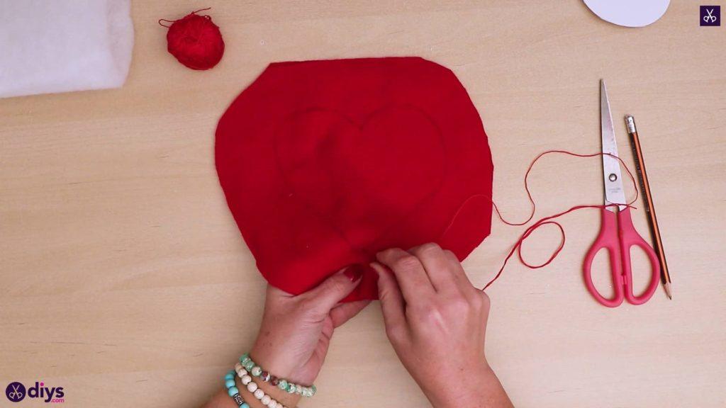 Comment faire un oreiller coeur 5