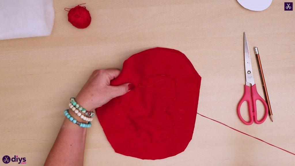 Comment faire un oreiller coeur 5b