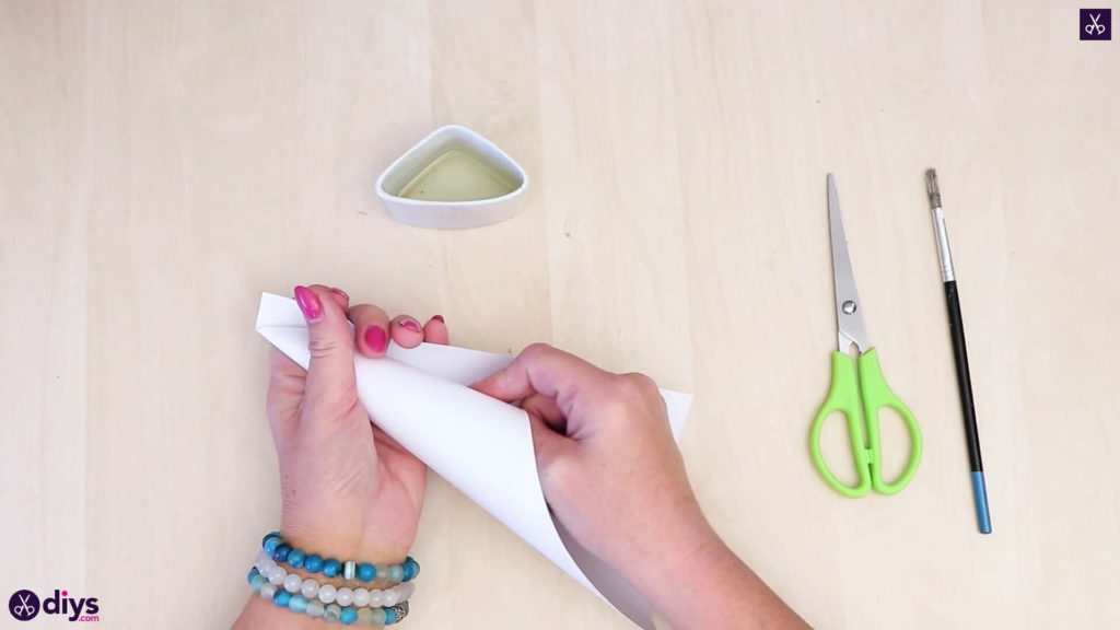 Cône de papier porte-anneau en béton bricolage