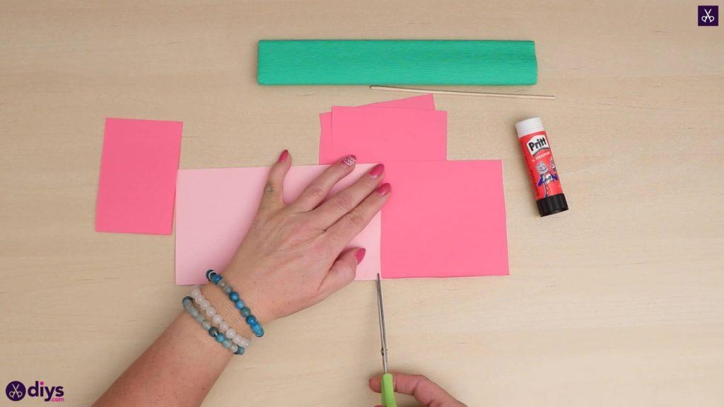Bricolage 3d fleur en papier commencer à couper