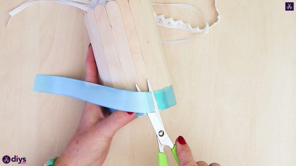 Élégant bâton de popsicle recouvert d'un récipient en étain coupant ribong
