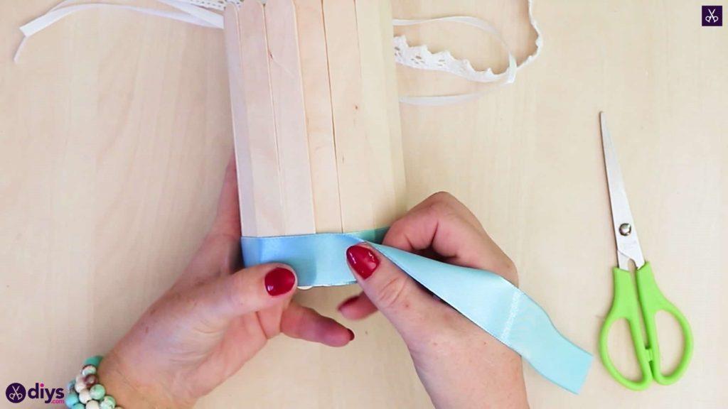 Emballage de récipient en étain recouvert d'un bâton de popsicle élégant avec ruban