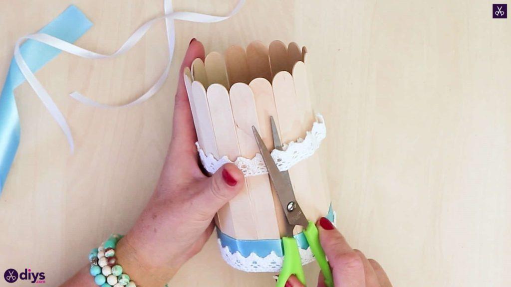 Élégant bâton de popsicle recouvert d'étain contenant de la dentelle cuttign