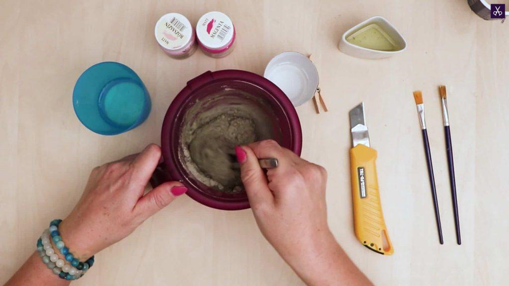 Porte-cartes en béton mélangeant de la poudre de béton