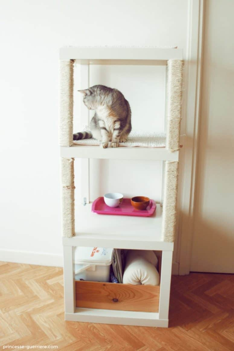 Condo chat de tables ikea empilées