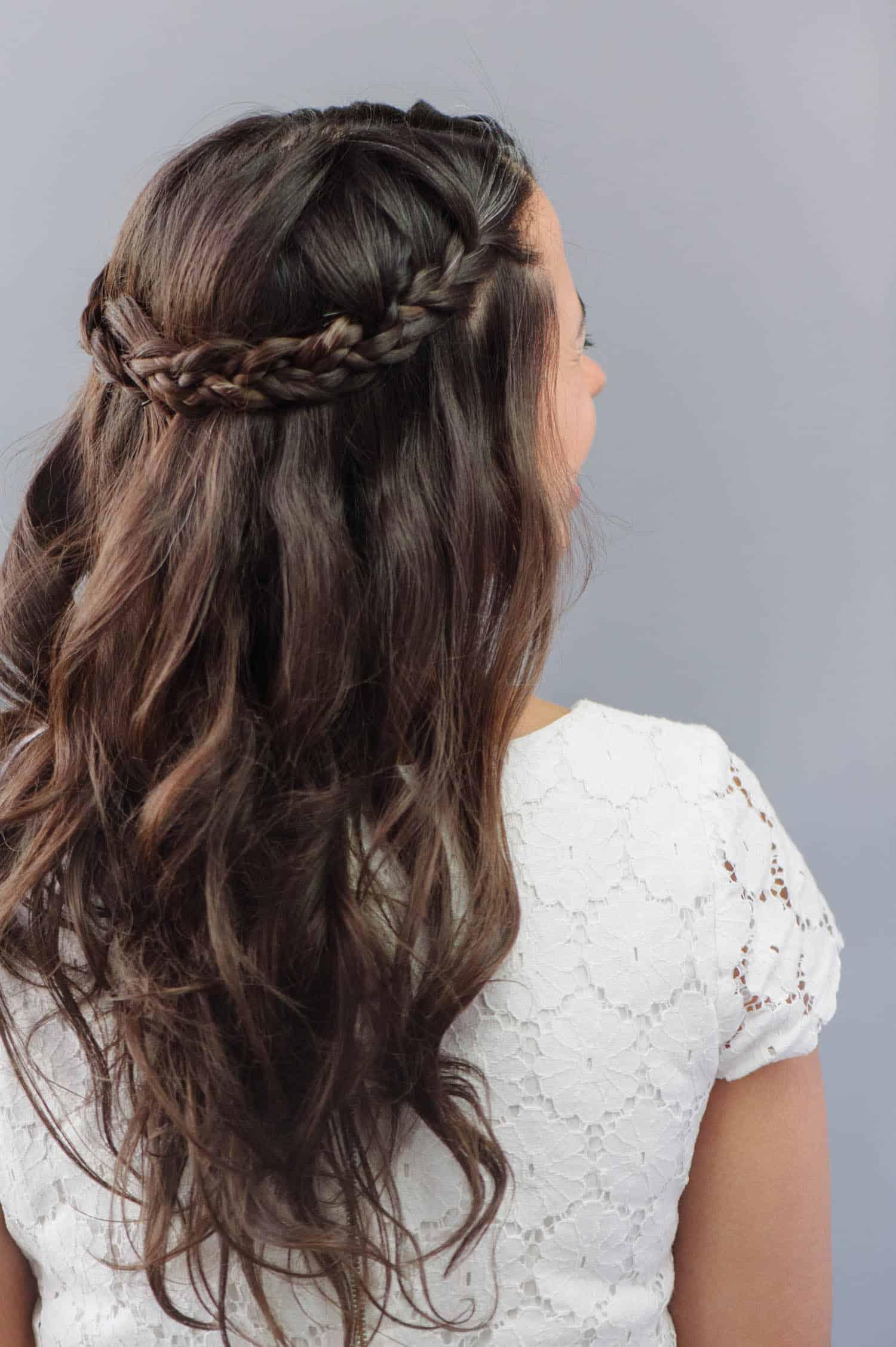 Cheveux de mariage halo tressé