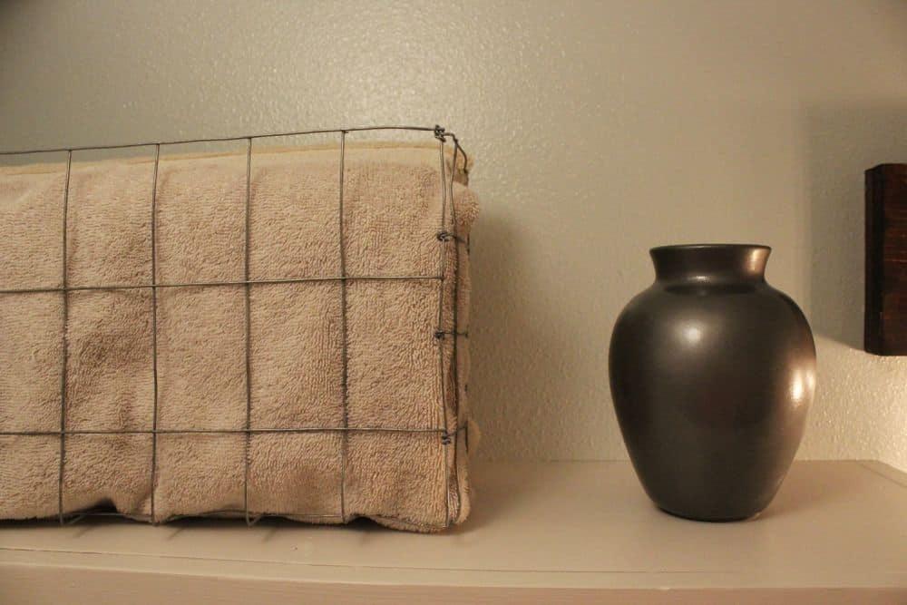 Corbeille métallique pour serviettes