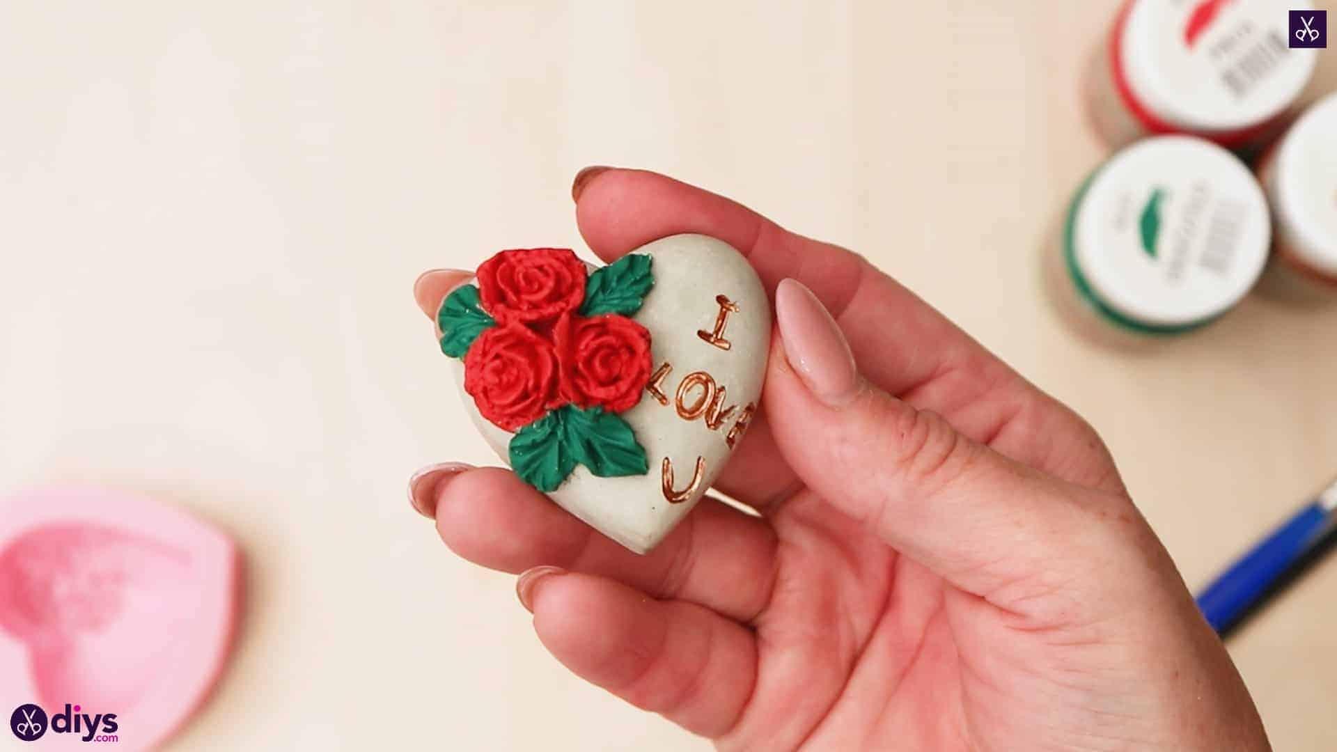 Coeur de béton bricolage et roses