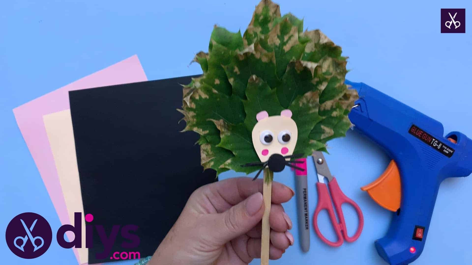 Comment faire une marionnette hérisson à partir de feuilles d'automne