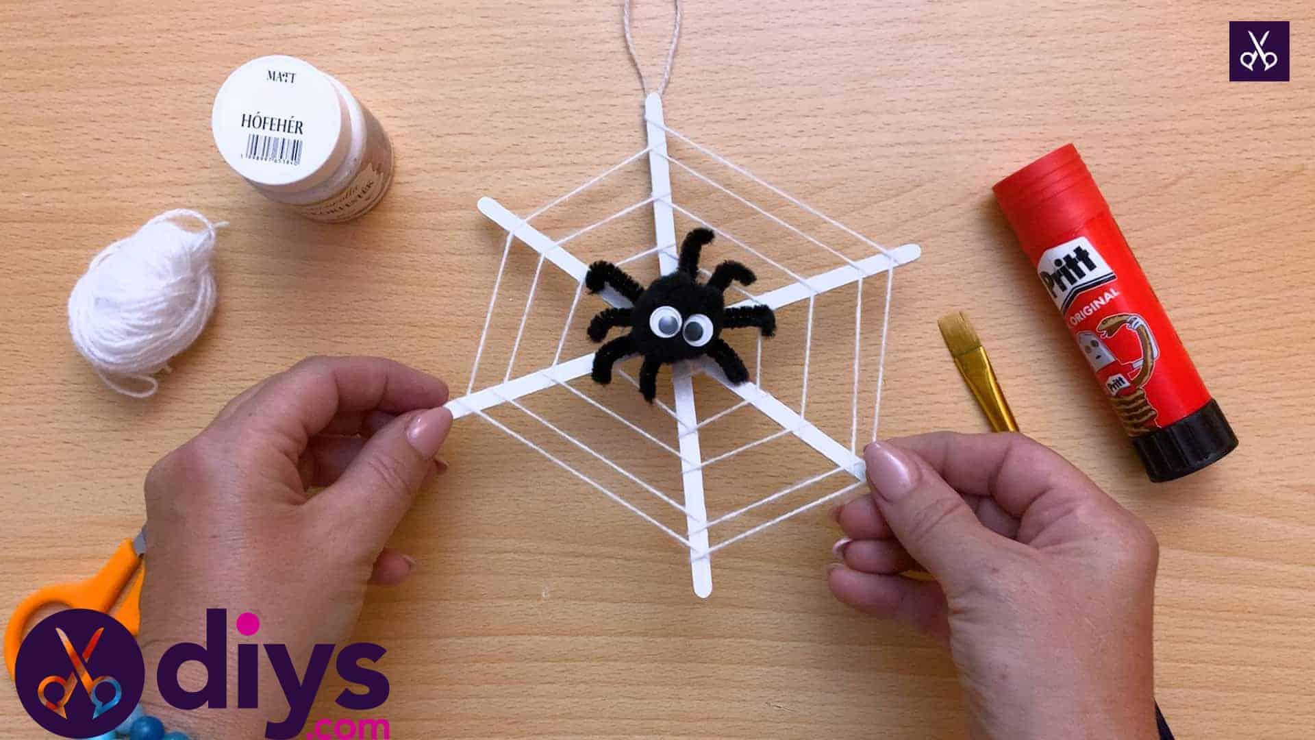 Comment faire une décoration de toile d'araignée pour Halloween 1