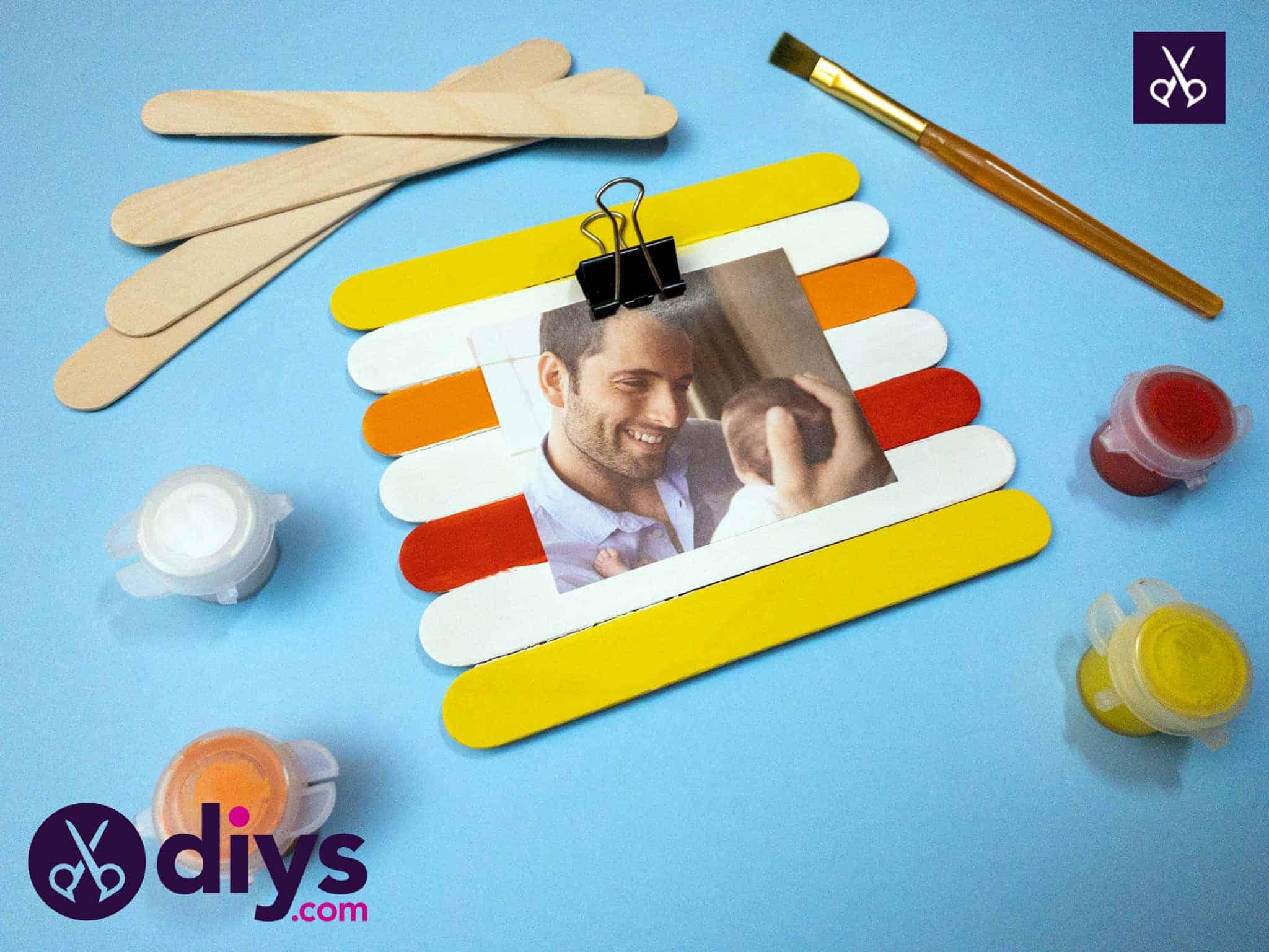 Comment faire un cadre photo en bâton de popsicle