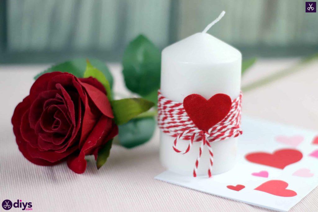 Décoration artisanale de bougie bricolage Saint Valentin