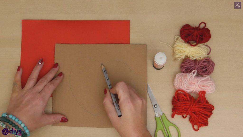 Coeur en papier enveloppé de fil de bricolage dessiner