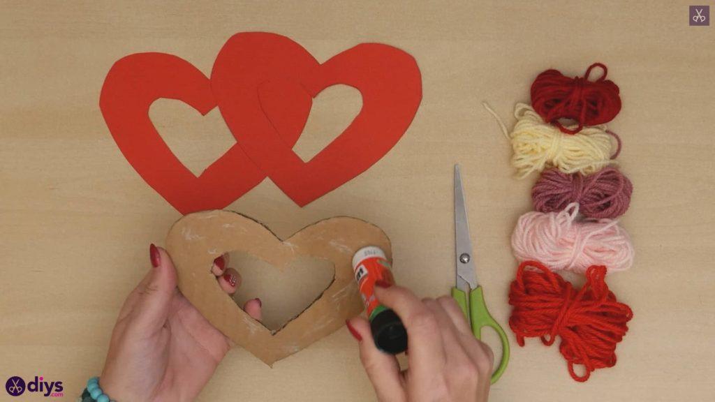 Coeur de papier enveloppé de fil de bricolage étape 4