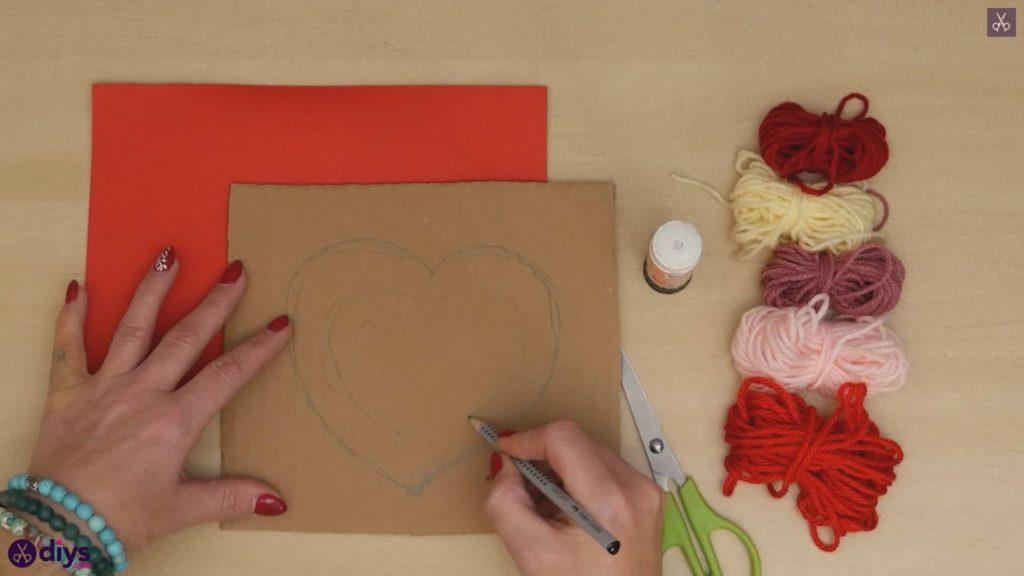 Dessin de coeur de papier enveloppé de fil de bricolage