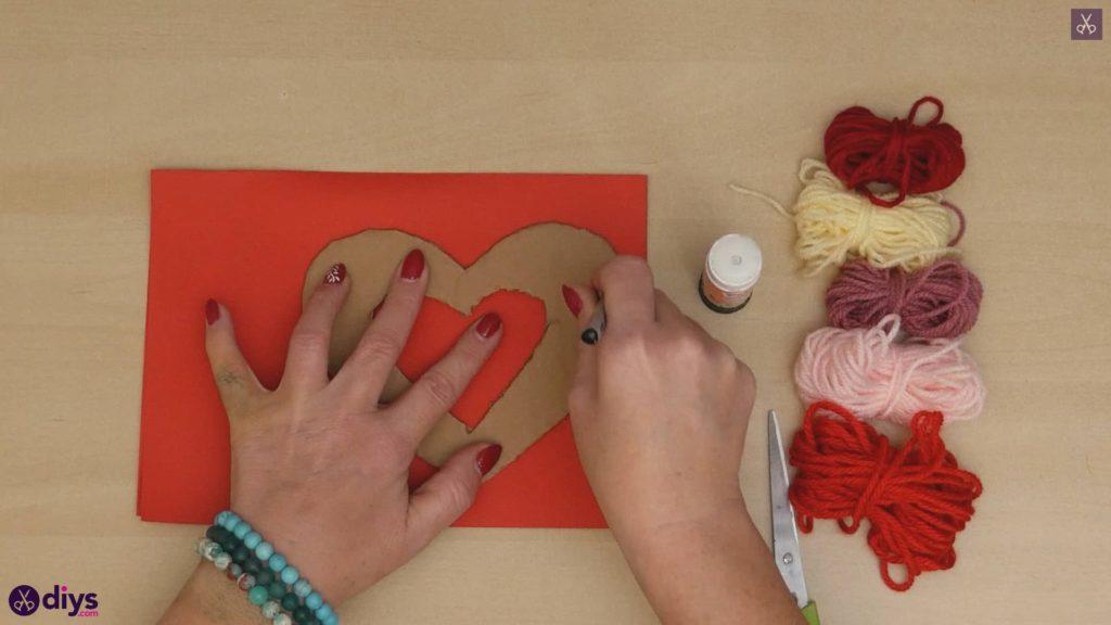Coeur de papier enveloppé de fil de bricolage étape 3