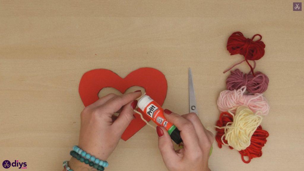 Coeur de papier enveloppé de fil de bricolage étape 5