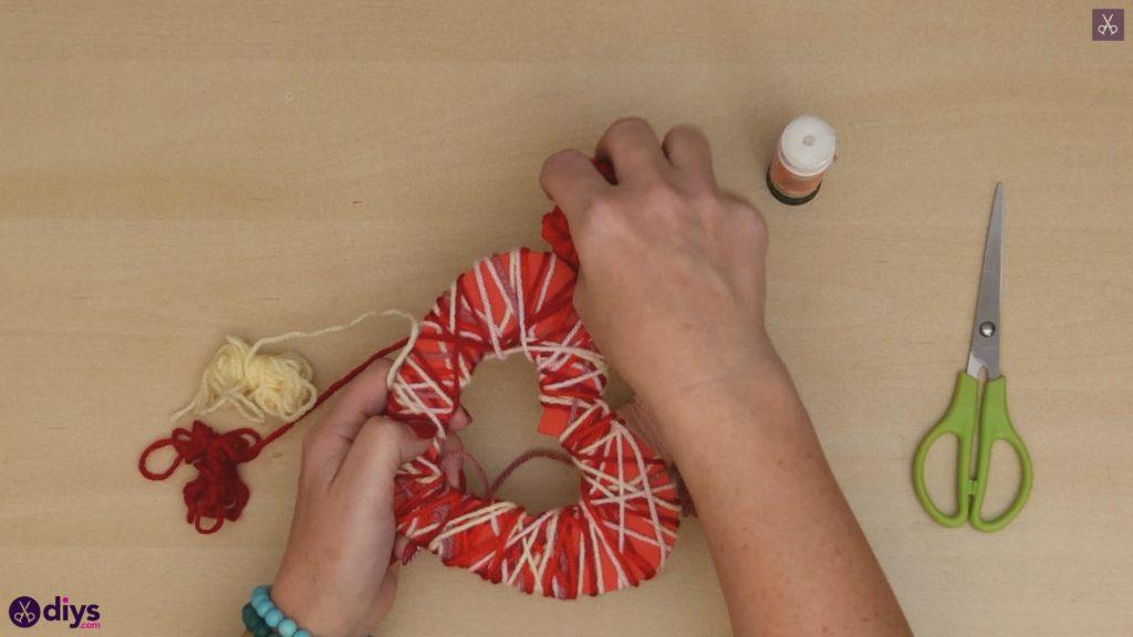 Coeur de papier enveloppé de fil de bricolage étape 6a